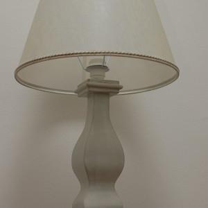 Lampada tornita sagomata in legno con base quadrata cm 110x110 con finitura ,gessatura patinatura e ceratura naturale a mano color celeste chiaro