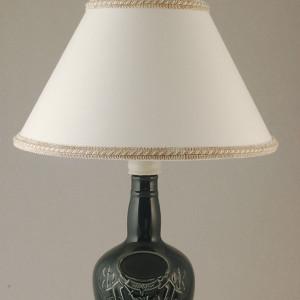 Lampada realizzata con antica bottiglia originale Chivas in vetro ceramico con tappo in legno gessato e patinato
